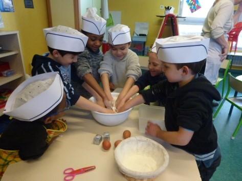 Fabuleux Atelier cuisine en maternelle | Ecole privée Sainte Jeanne d'Arc  ZV22
